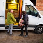 Ausladen von Lebensmittelspenden. Velika Kladuša BIH, 2019 © Giorgio Morra